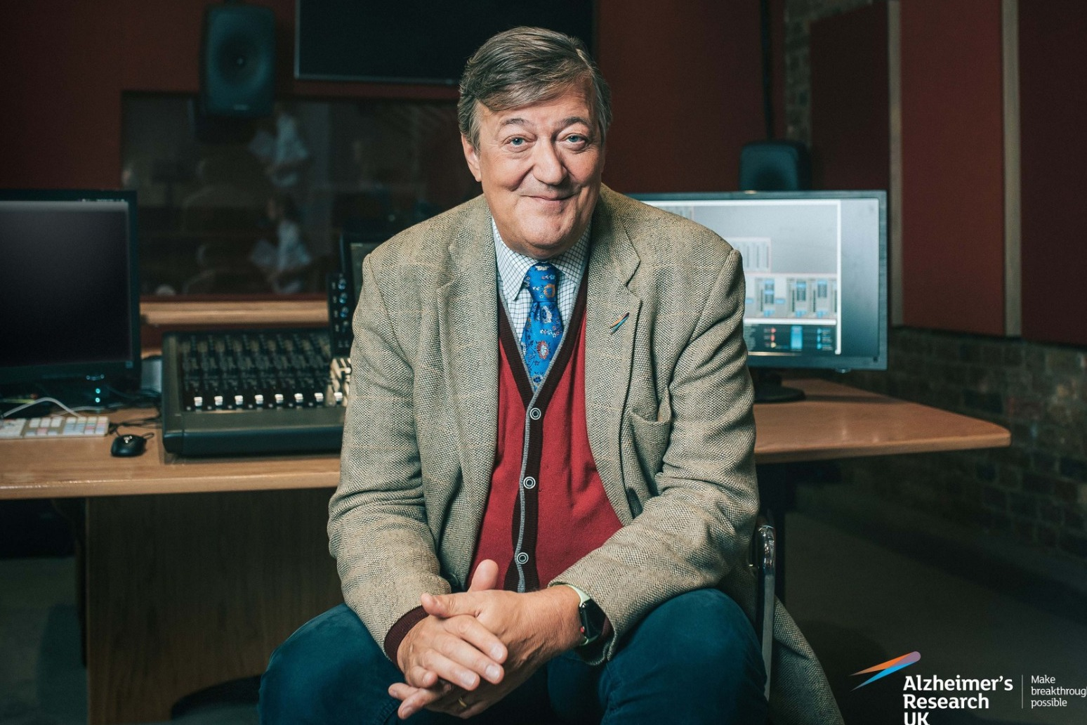 Stephen Fry-hosted virtual pub quiz raises £140,000 for Alzheimer\'s Research UK