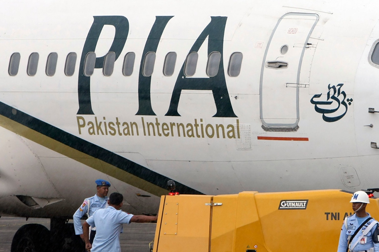 Pakistan plane crashes near Karachi