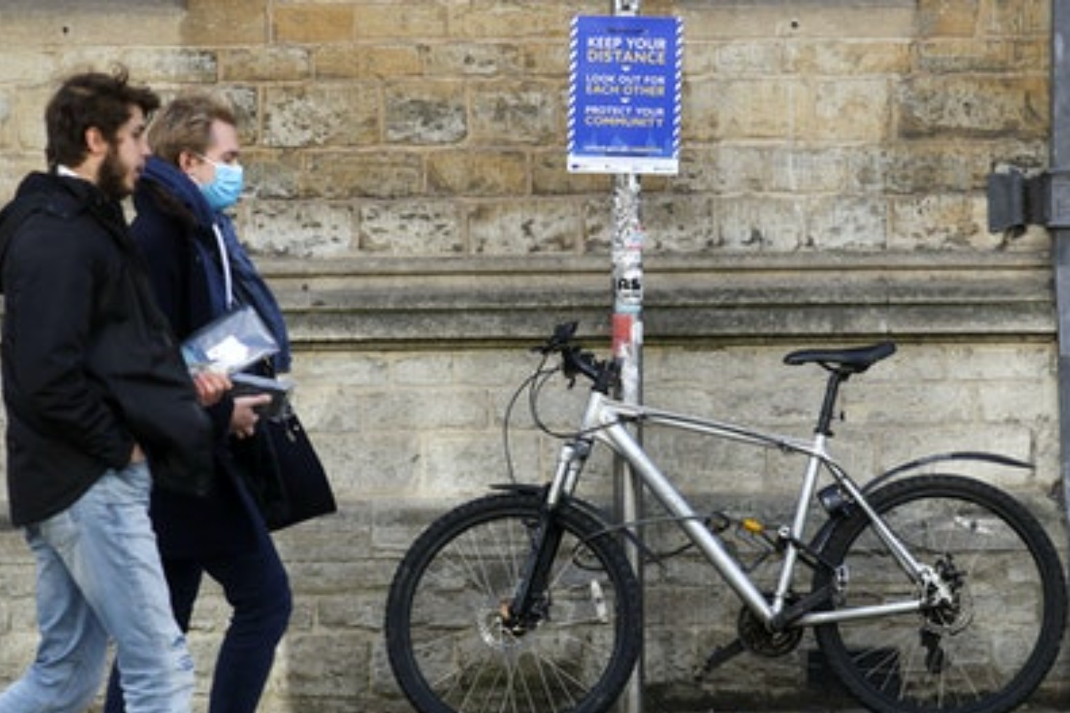 University students to be allowed to travel home in December in Christmas boost