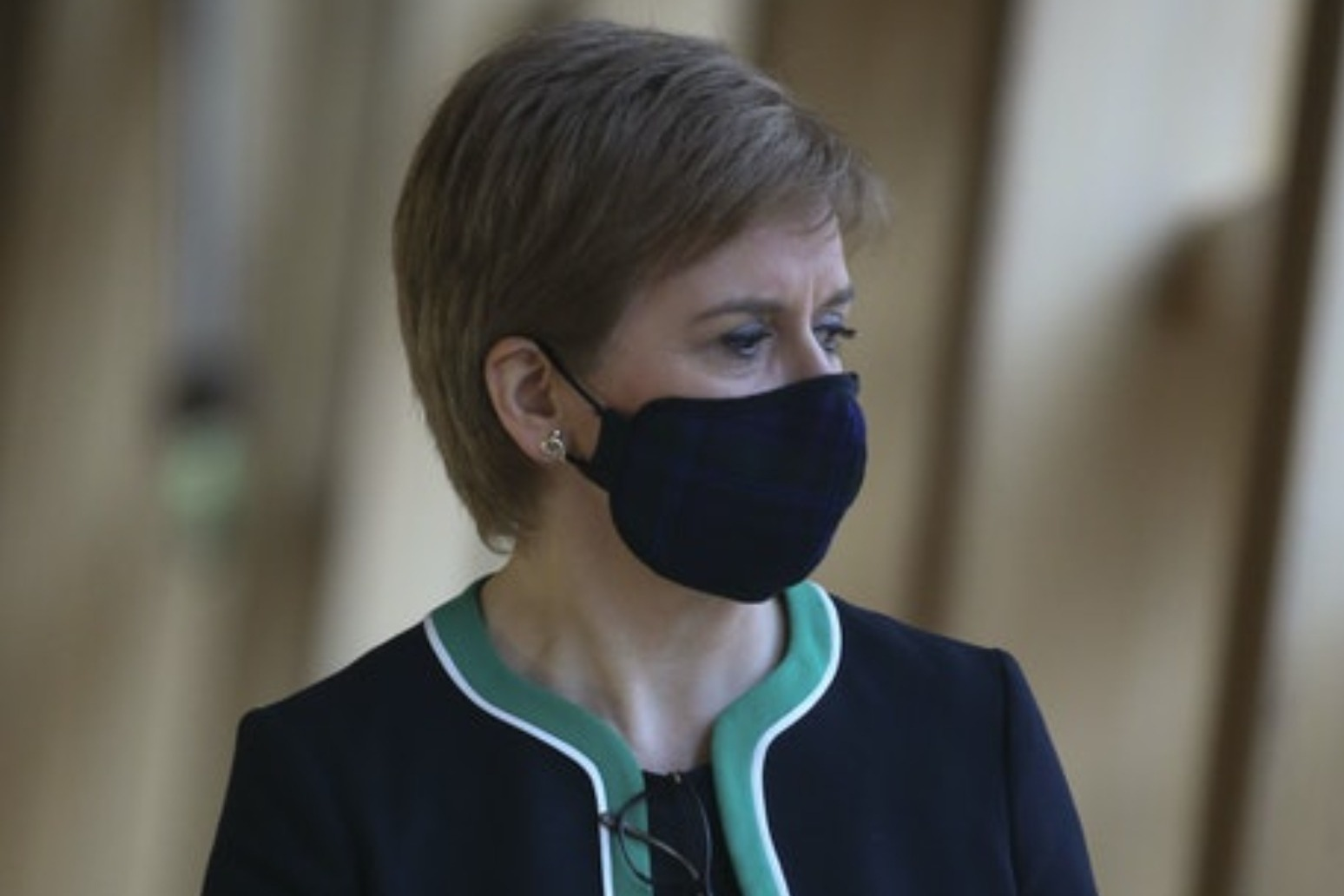 Nicola Sturgeon apologises for breaching Covid rules thumbnail