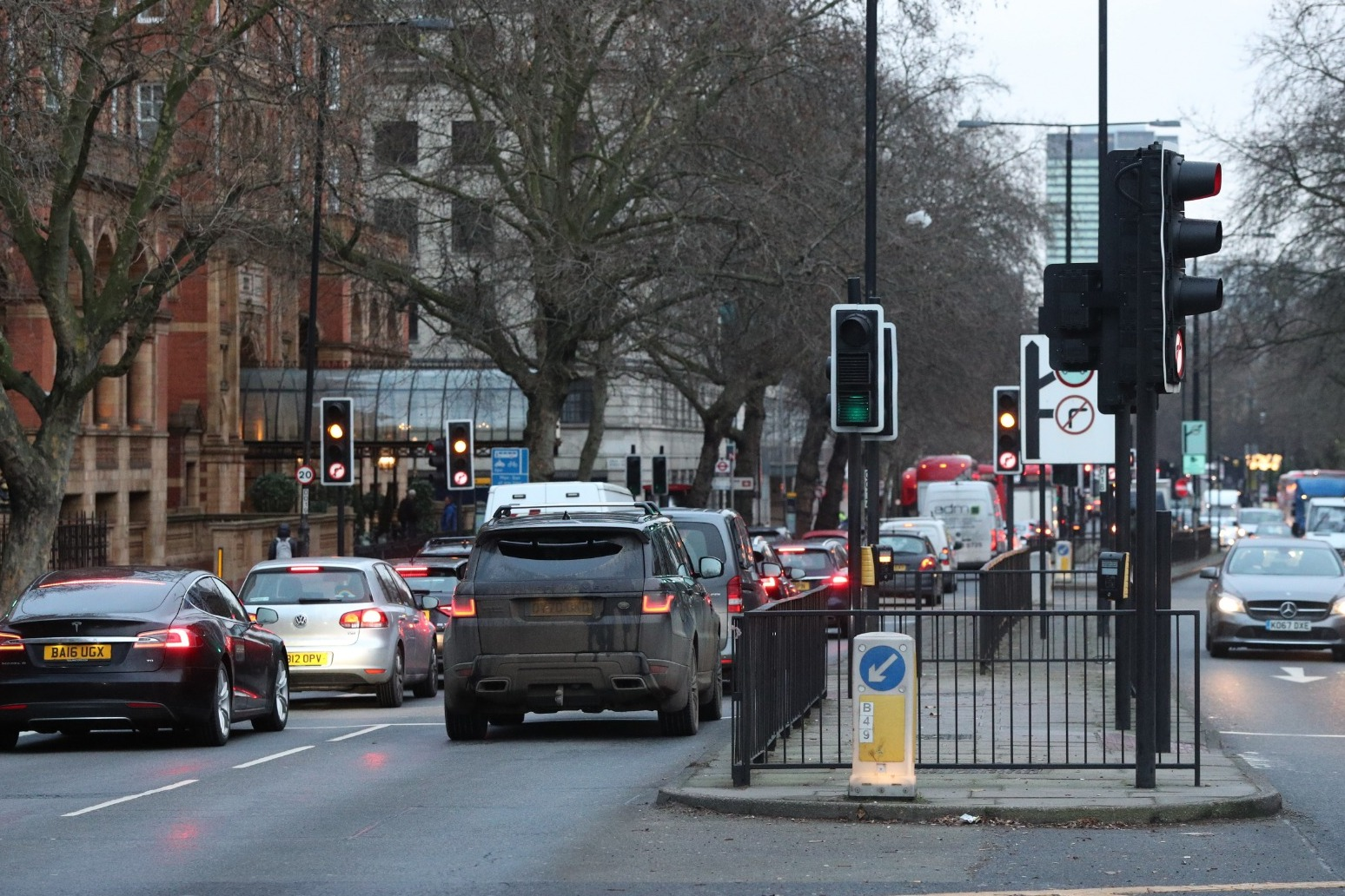 Motorists warned to prepare for traffic chaos this May Day bank holiday weekend thumbnail