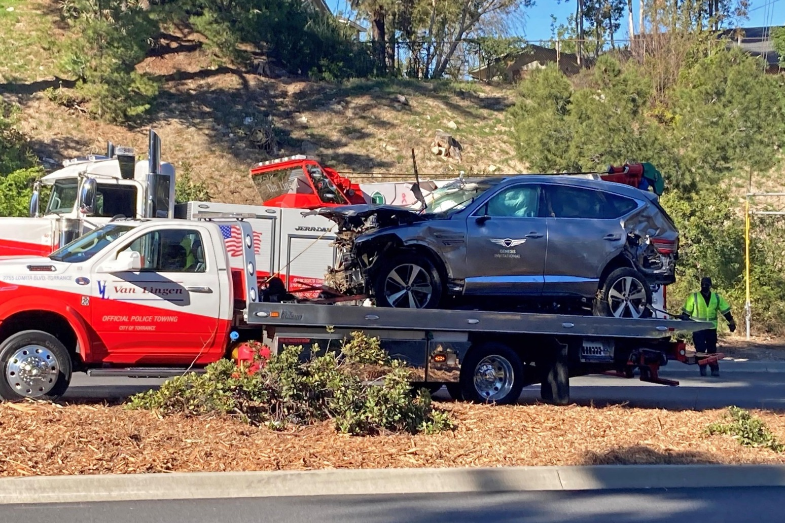 Tiger Woods facing hard recovery after suffering serious injuries in car crash