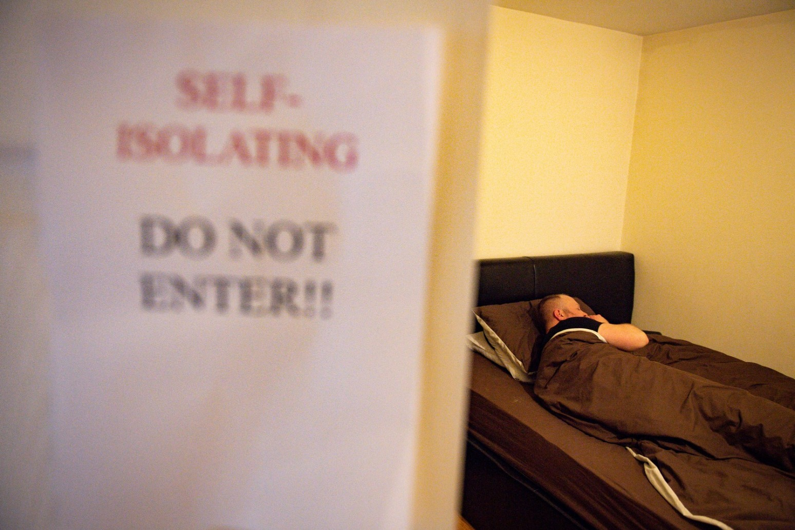 Few people self-isolate with Covid symptoms or order a test - study