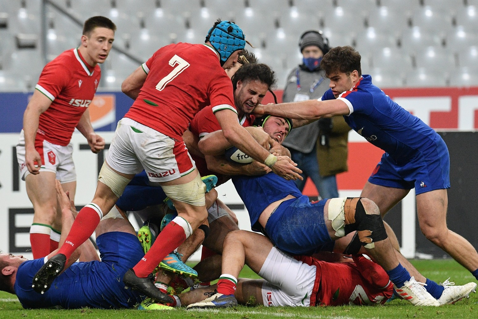 Wayne Pivac says Wales left 'numb' after late France try denied them Grand Slam