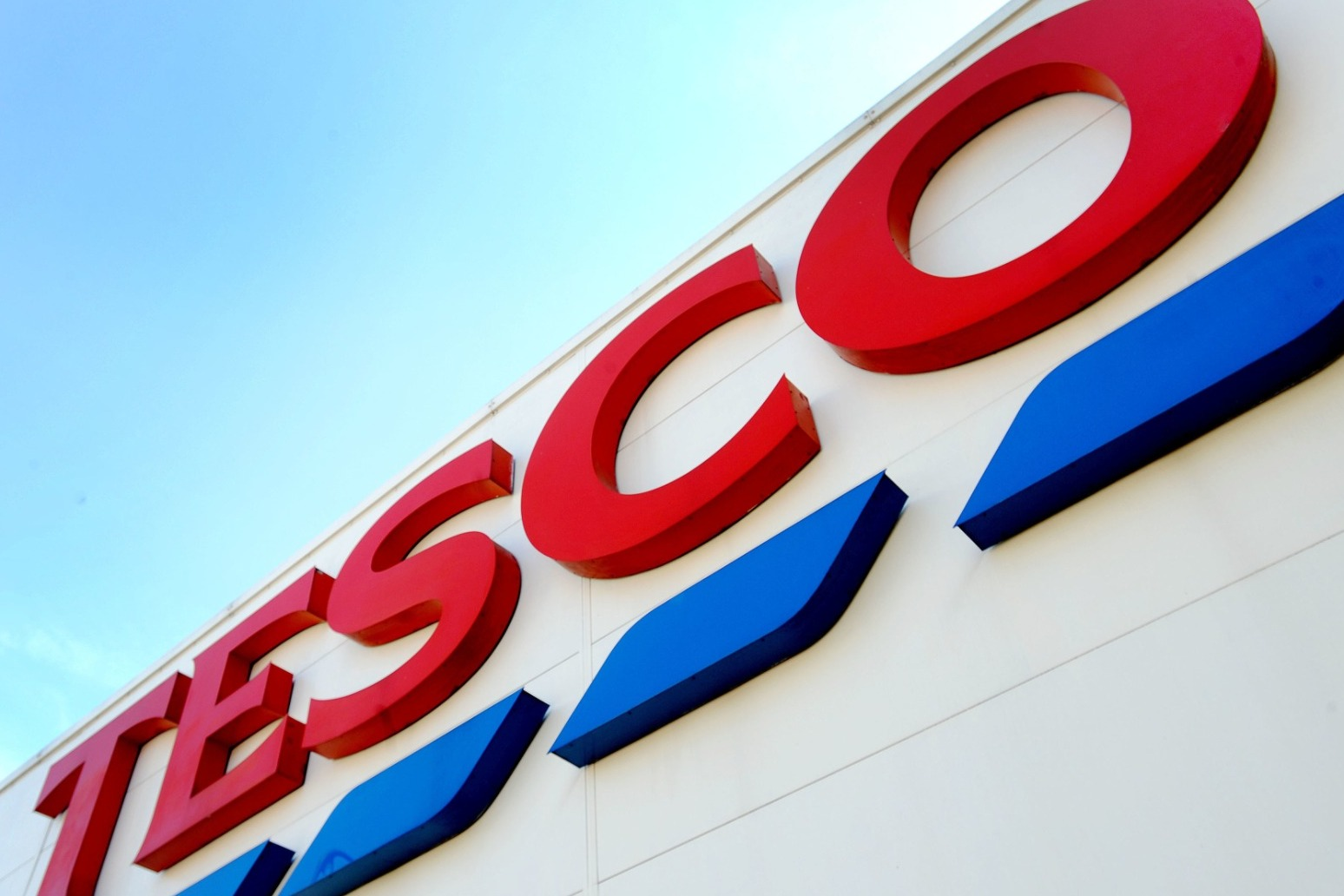 Tesco rolls out recycling points for soft plastic packaging to all large stores