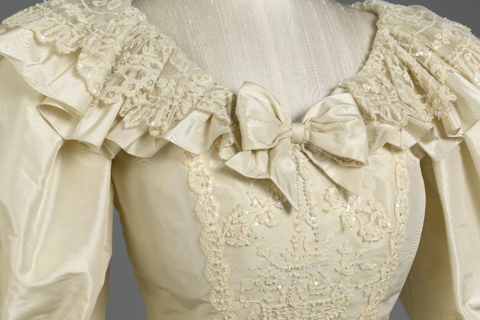Diana's wedding dress goes on display in new exhibition