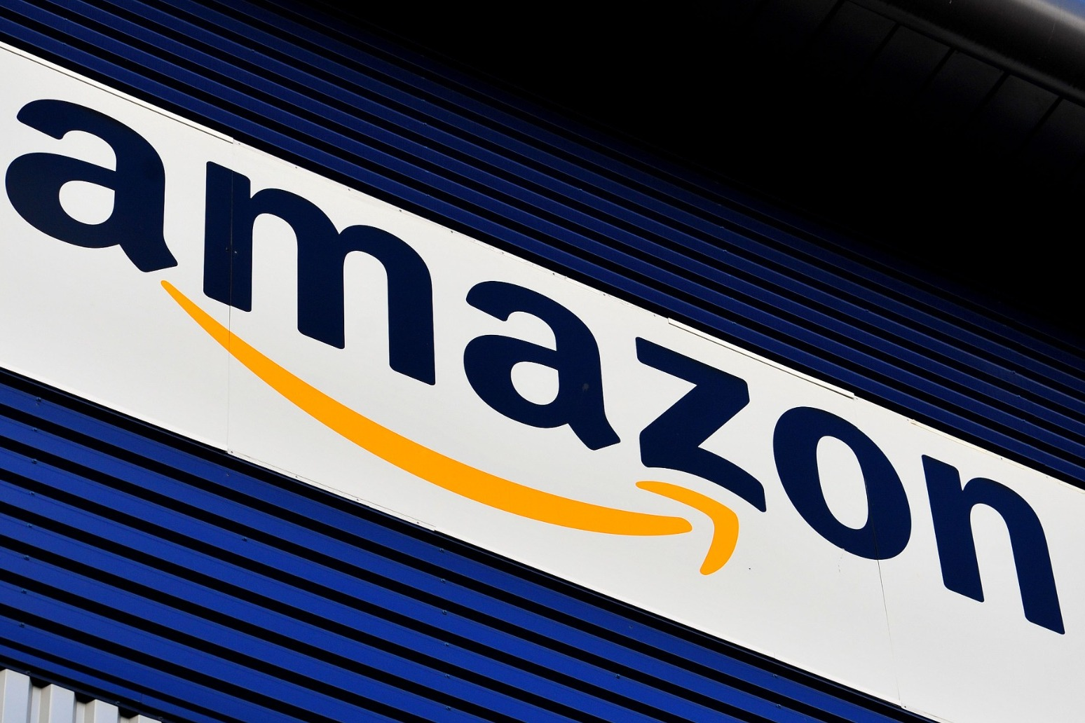 Amazon offering £1,000 bonus to new recruits amid UK hiring woes