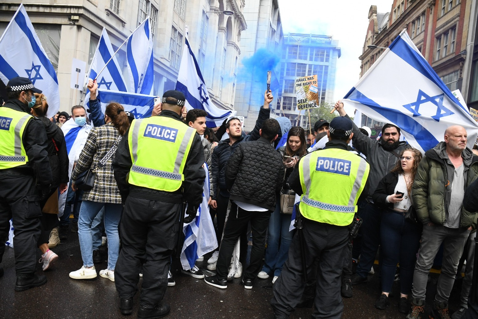 Police step in after 'free Palestine' supporters approach pro-Israel protesters