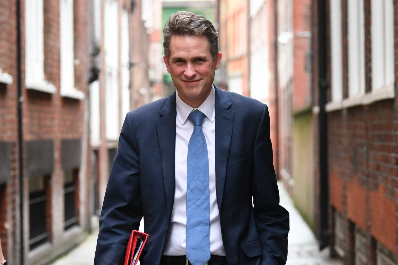 Gavin Williamson urges all pupils and their families to get Covid tests