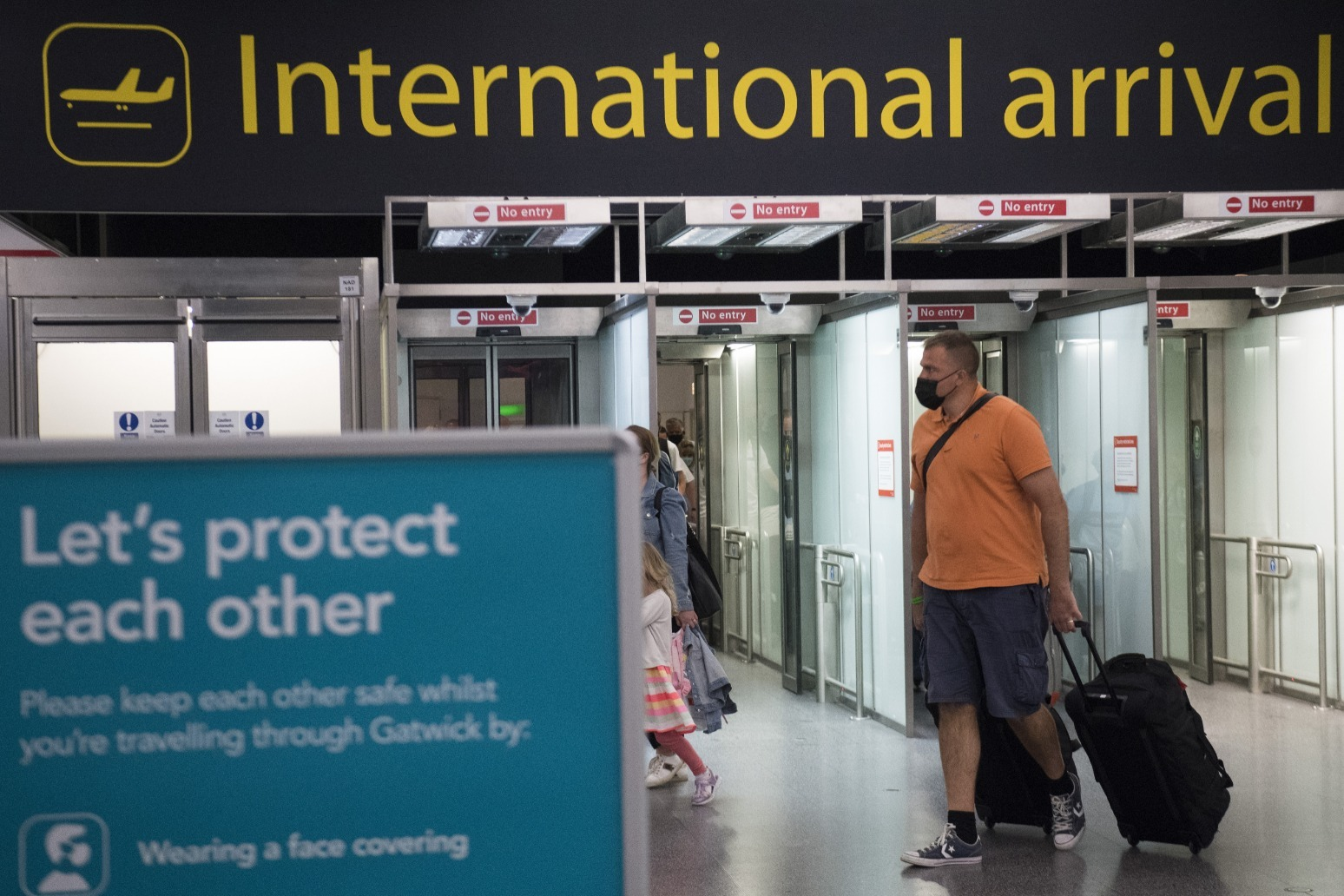 Thousands of holidaymakers rush back from Portugal to beat quarantine deadline