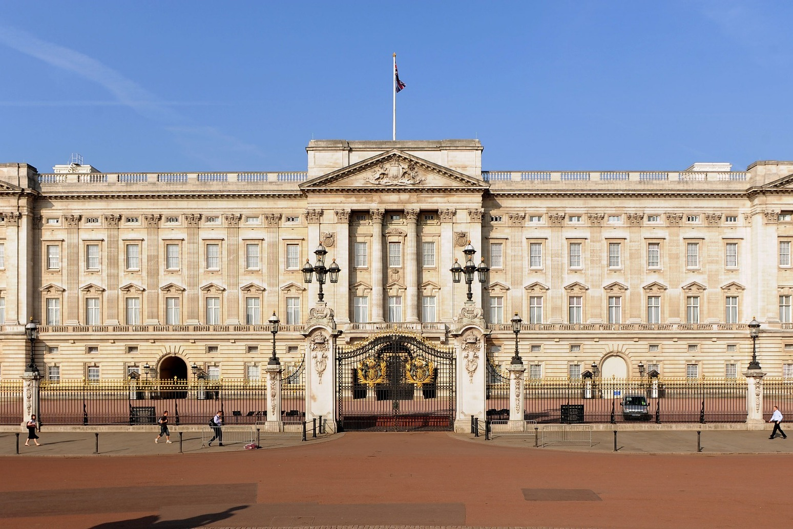 Buckingham Palace all ready for public picnickers ahead of garden opening