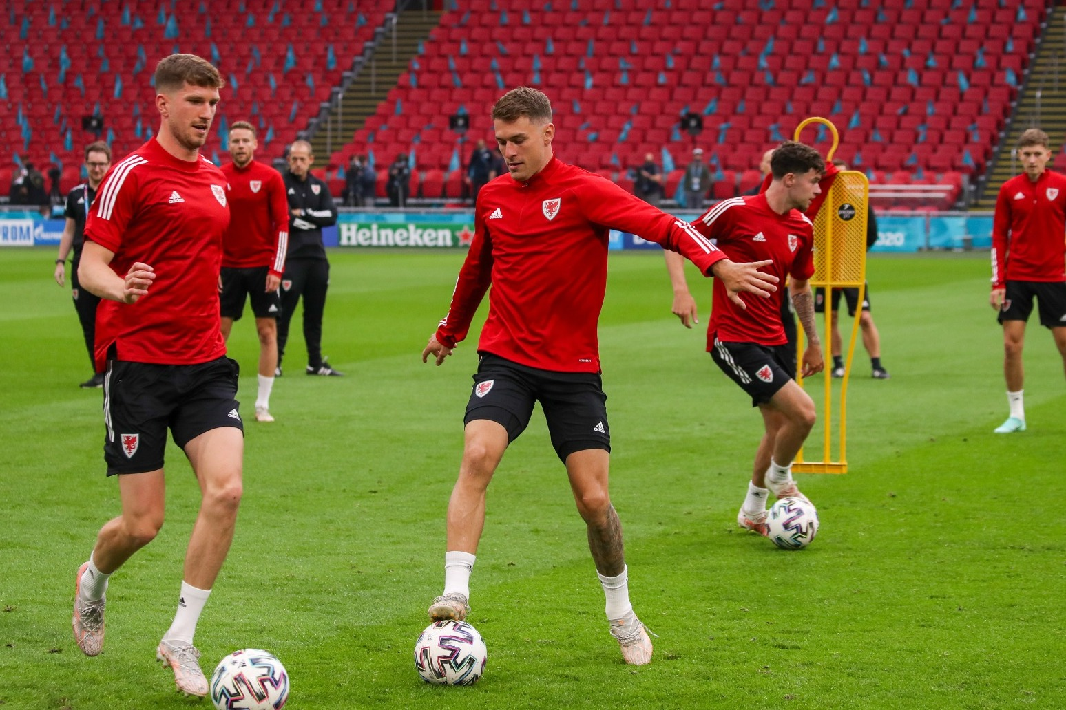 Wales recruits foreign fans for crucial Euro 2020 tie