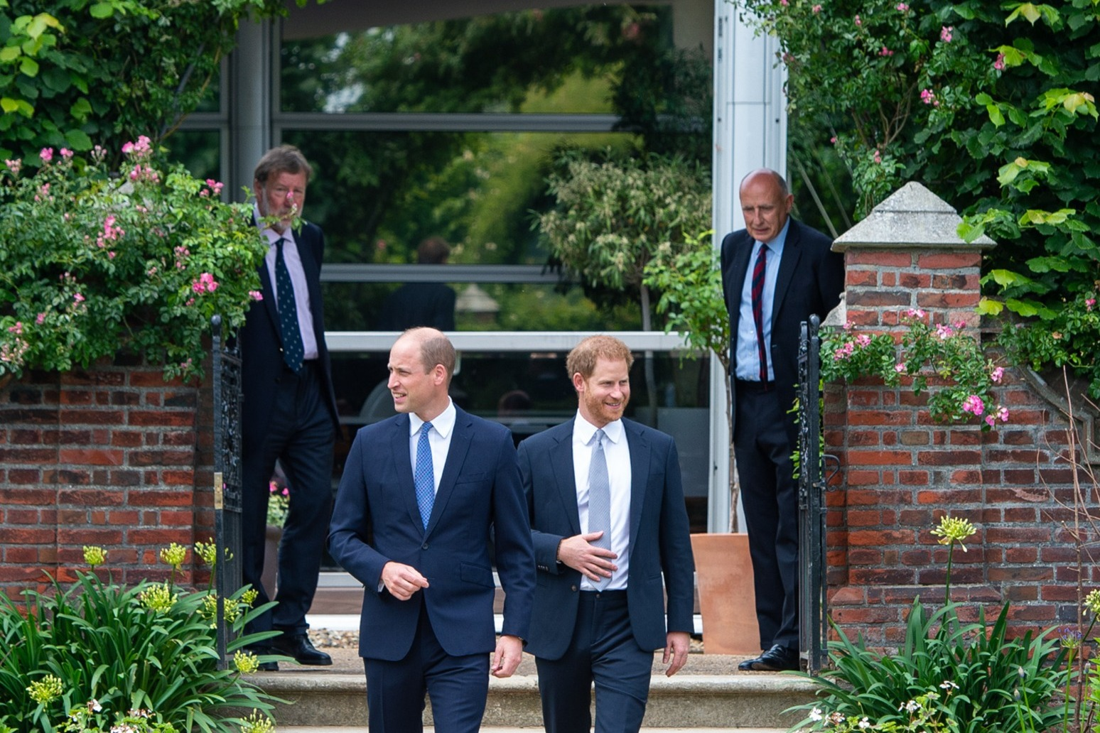 Expert: Mirrored body language shows deep bonds between William and Harry