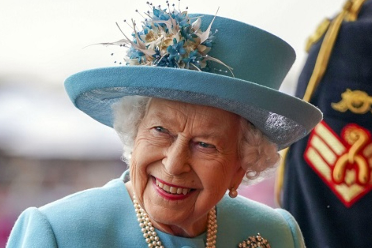 Queen awards George Cross to \'courageous and dedicated\' NHS