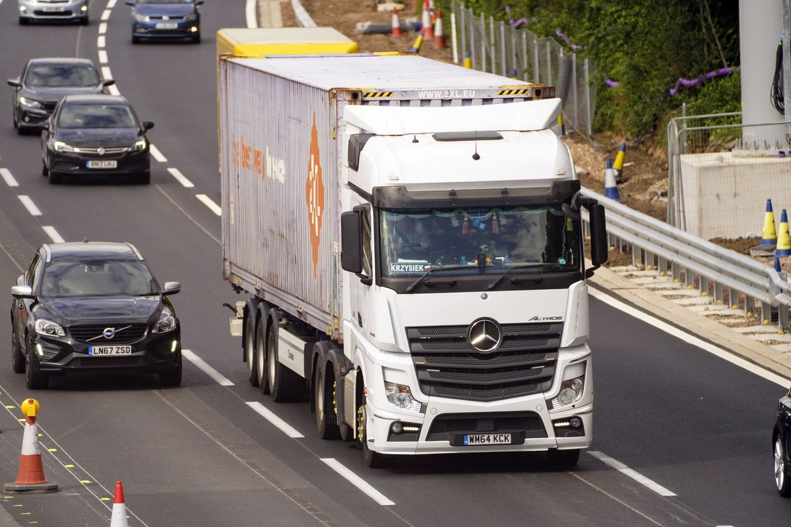 New diesel lorries to be banned from 2040