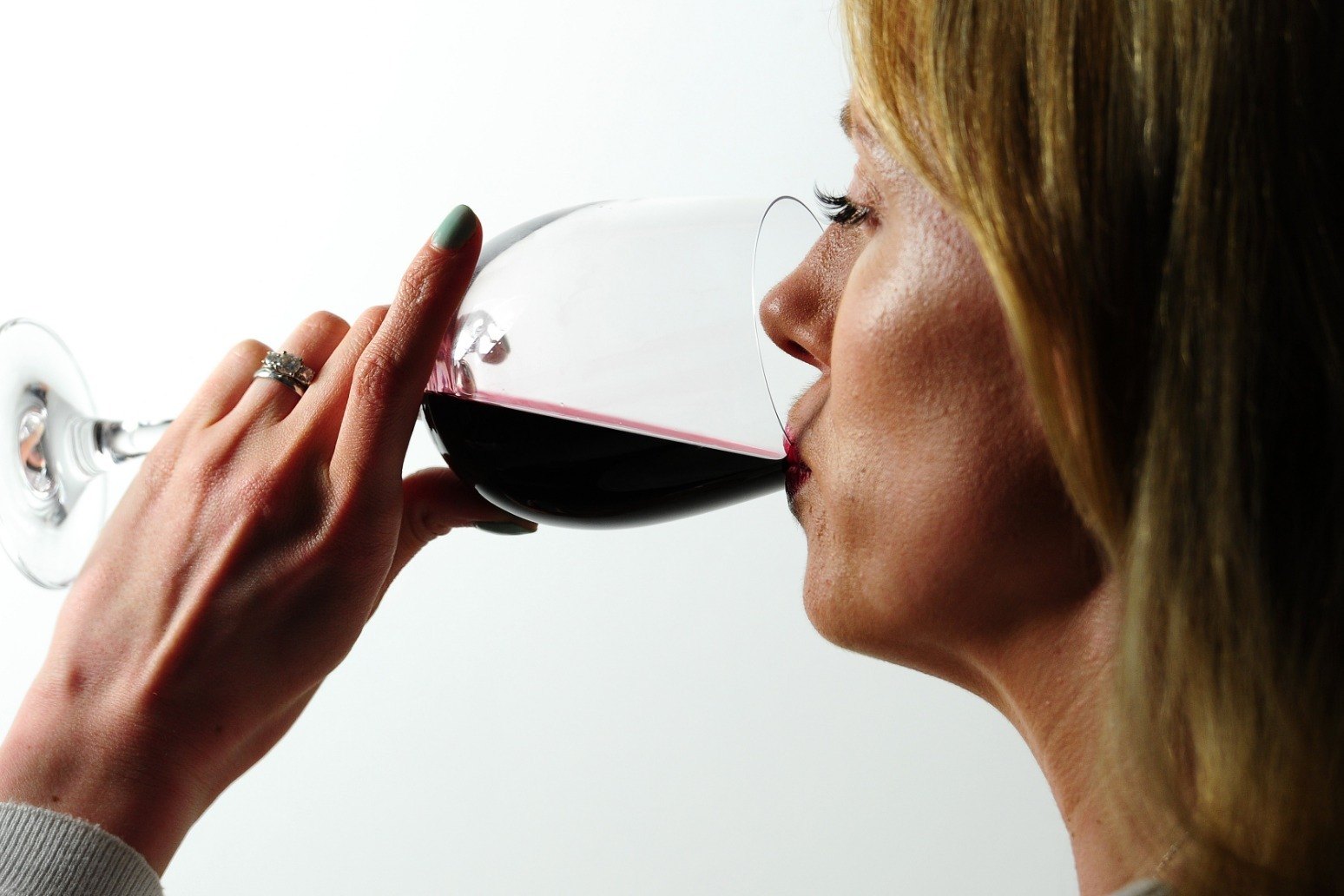Red wine can help lower blood pressure, study finds