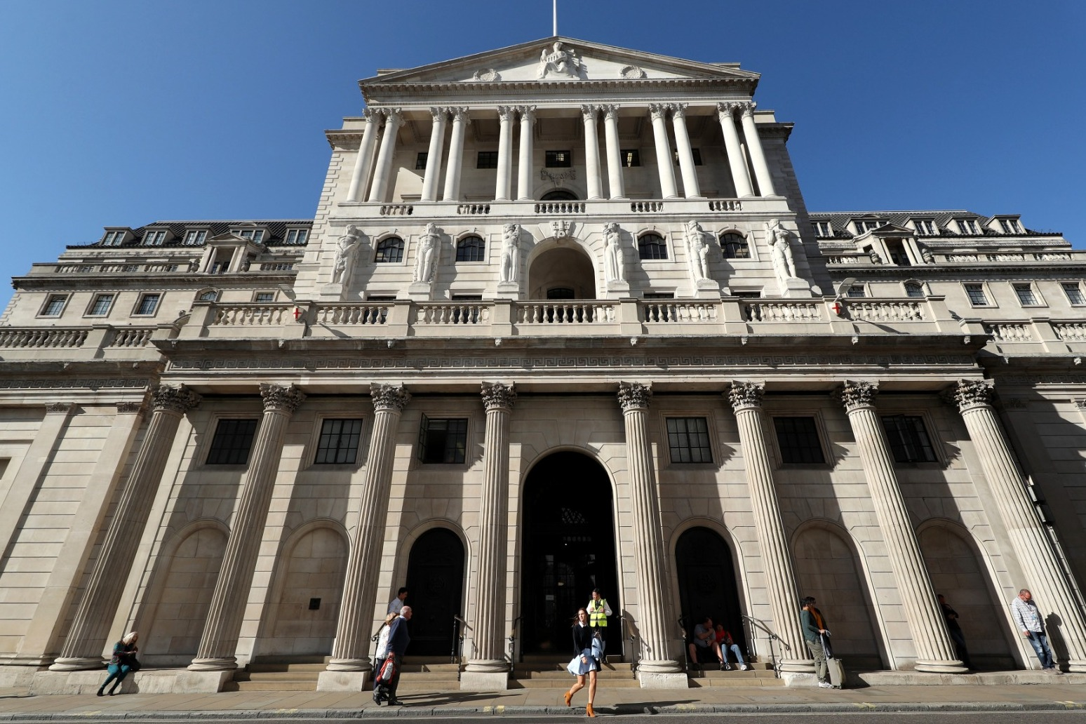 Bank warns inflation could soar to 10 year high
