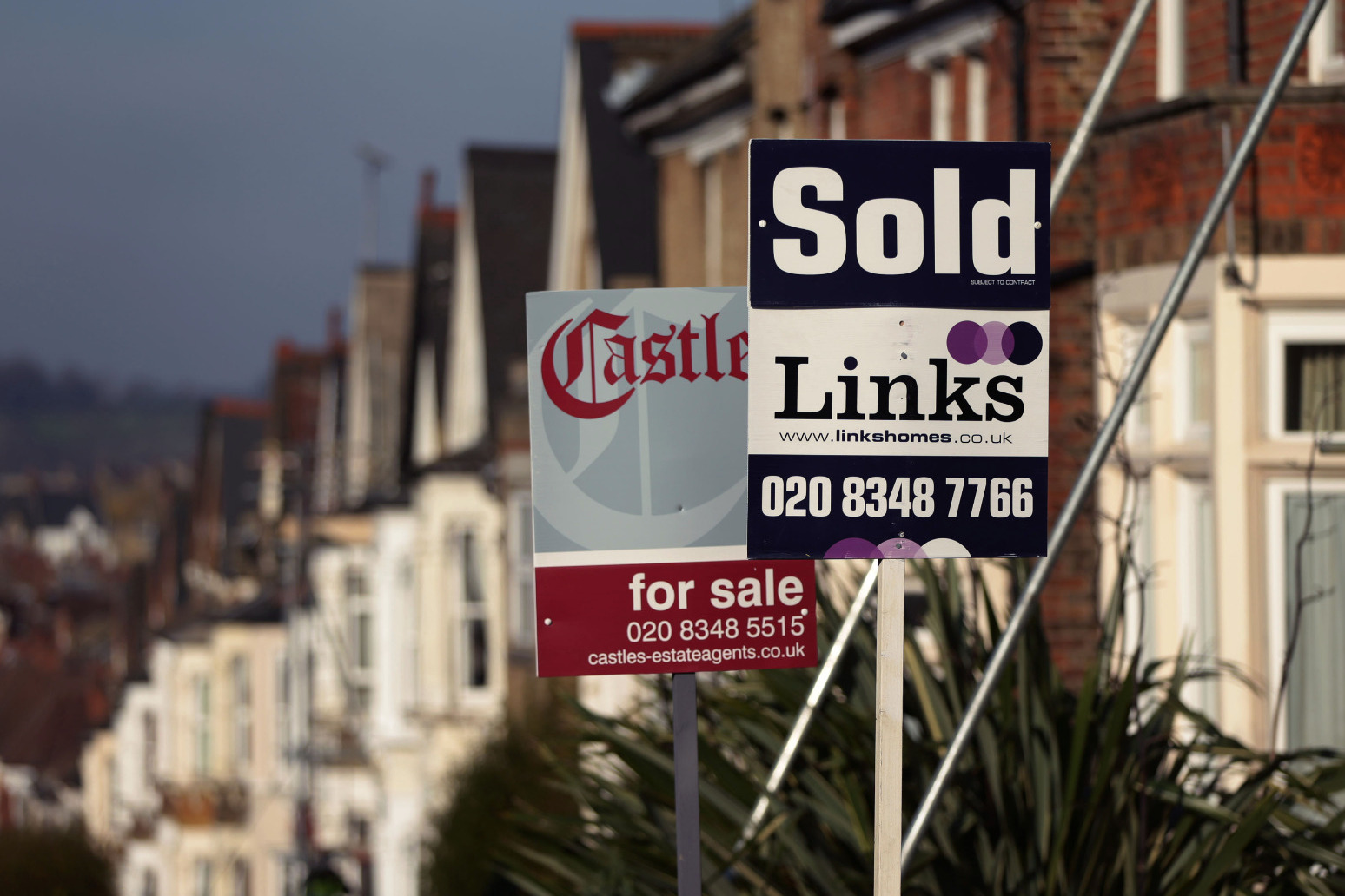 'Nervous' house sellers behind 40% fall in properties on the market