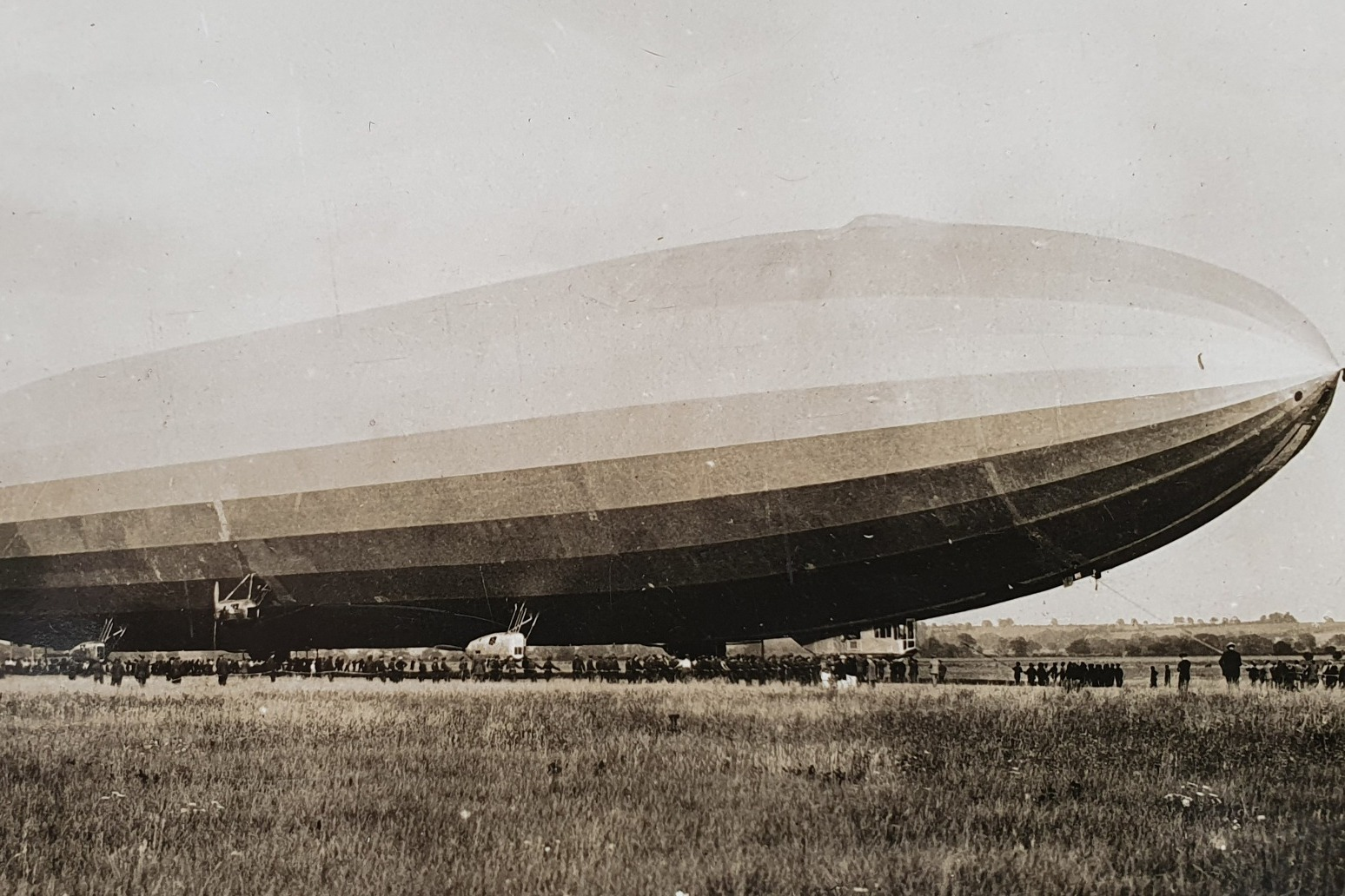 Families share memories of airship disaster to mark 100th anniversary