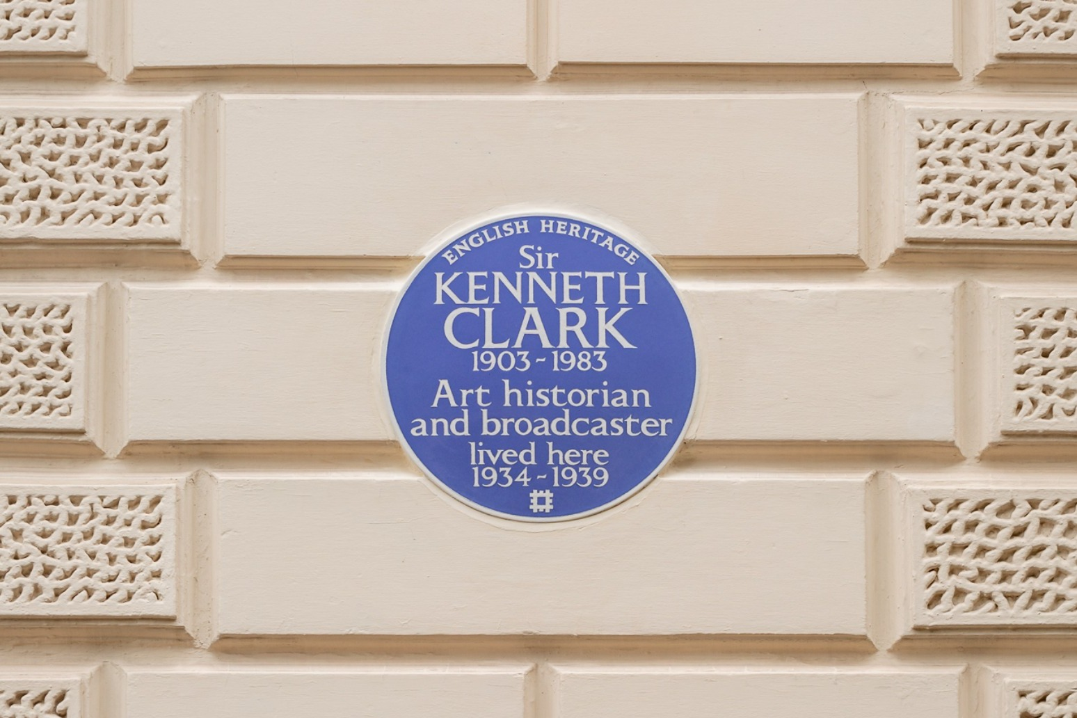 Historian and broadcaster Kenneth Clark honoured with a blue plaque