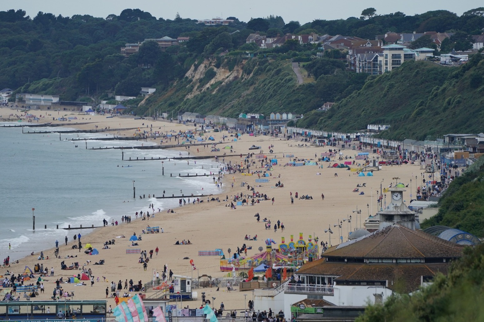Shake-up of Covid travel rules set to benefit double-jabbed holidaymakers