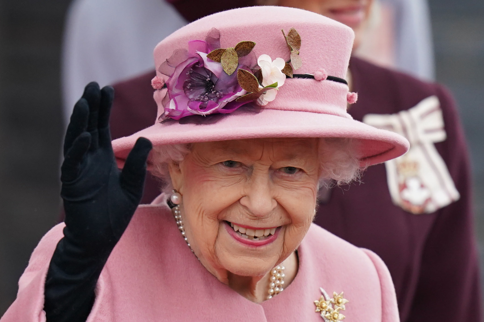 Queen praises efforts of Welsh people during opening of Welsh Parliament thumbnail