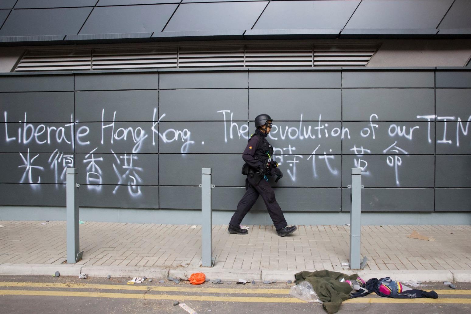 CHINA SUMMONS US AMBASSADOR OVER TRUMP\'S HONG KONG BILLS