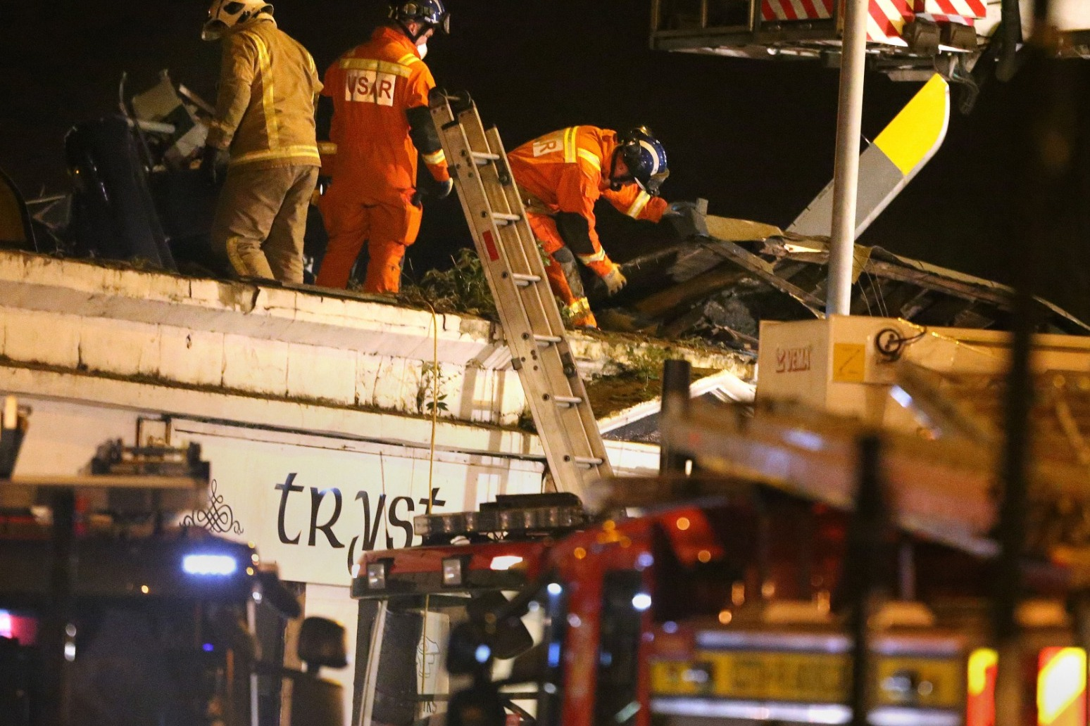 CLUTHA CRASH VICTIM\'S WIDOWER CRITICISES INQUIRY FINDINGS