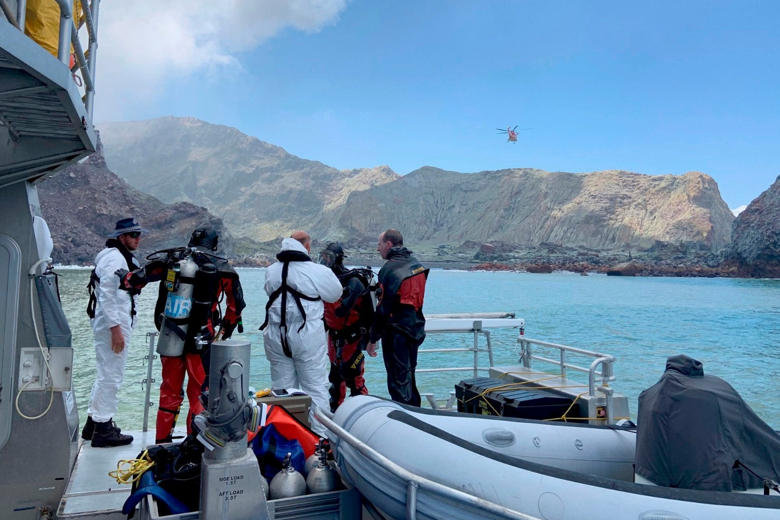 TOXIC AIR AND GASES HAMPER SEARCH FOR LAST TWO VICTIMS OF NEW ZEALAND VOLCANO