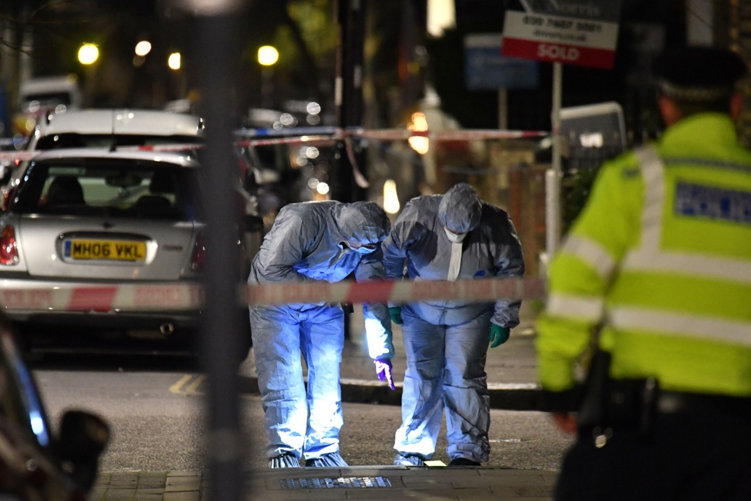 MET LAUNCH FIRST 2020 MURDER PROBE AFTER MAN KNIFED TO DEATH IN FINSBURY PARK