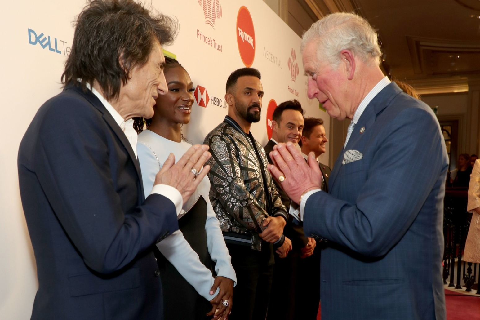 Prince of Wales test positive for \'mild symptoms\' of coronavirus