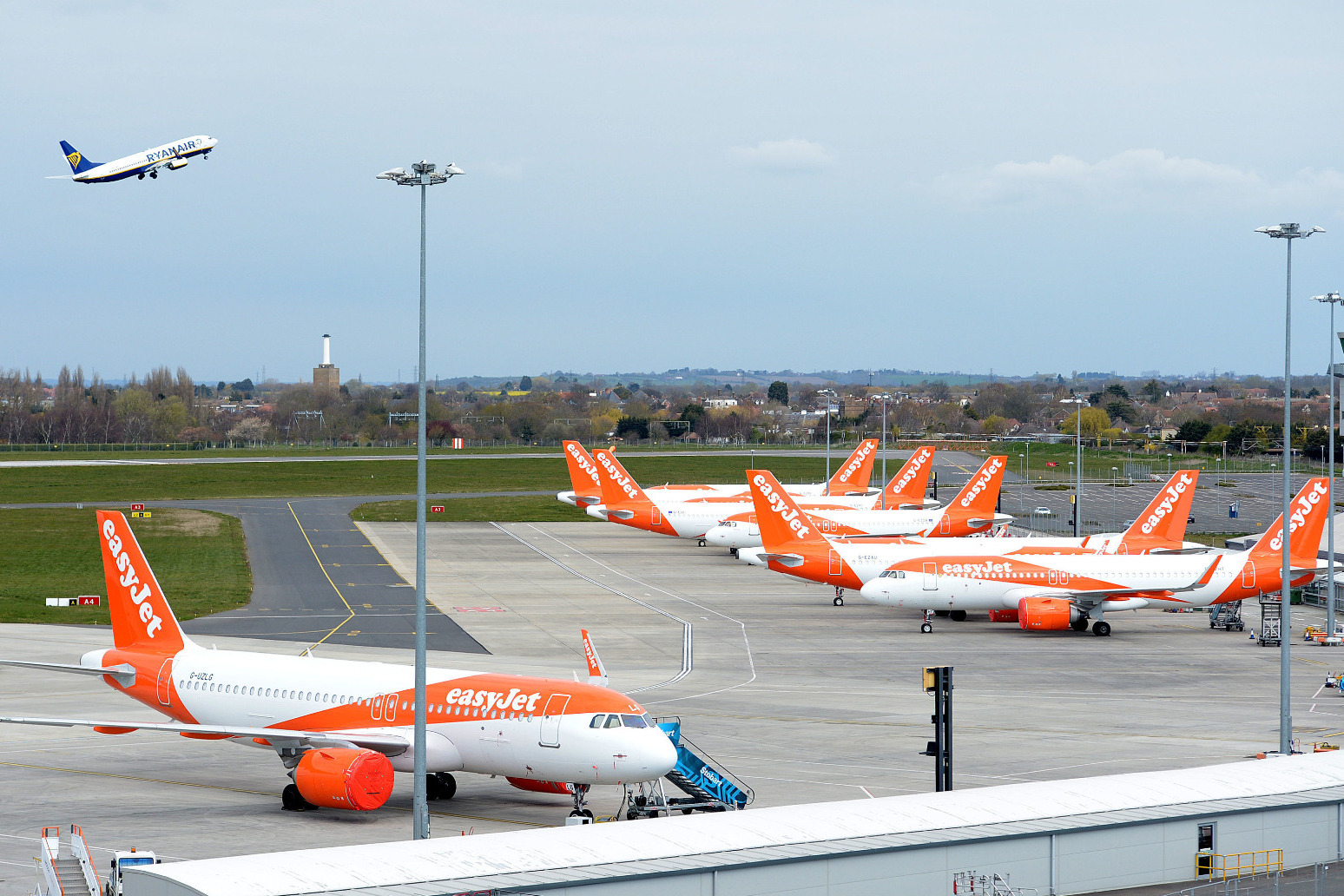 Easyjet shareholders back board in feud