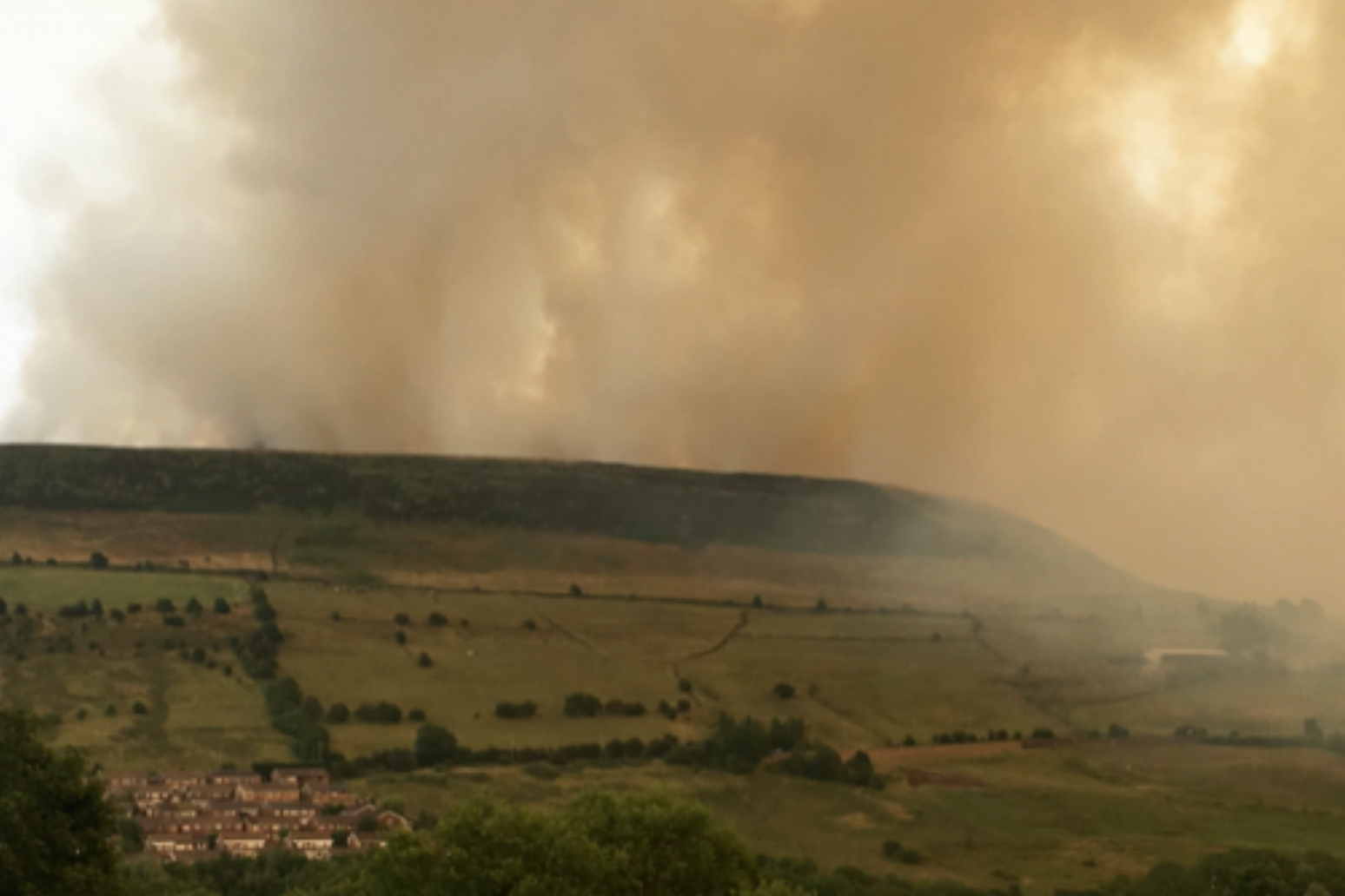 Major incident declared as fire rips through Saddleworth Moor