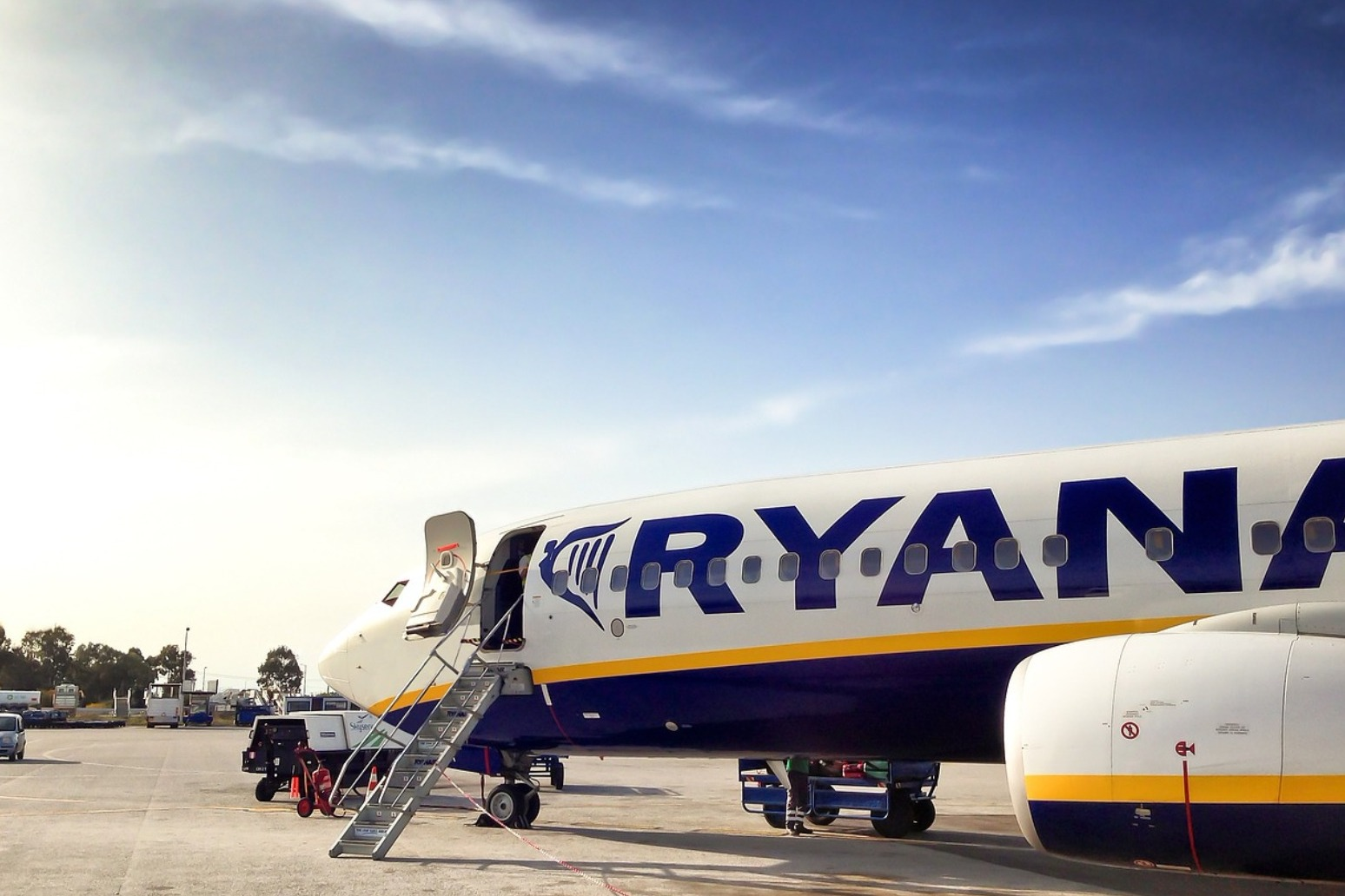 RYANAIR TO MEET WITH CABIN CREW UNIONS