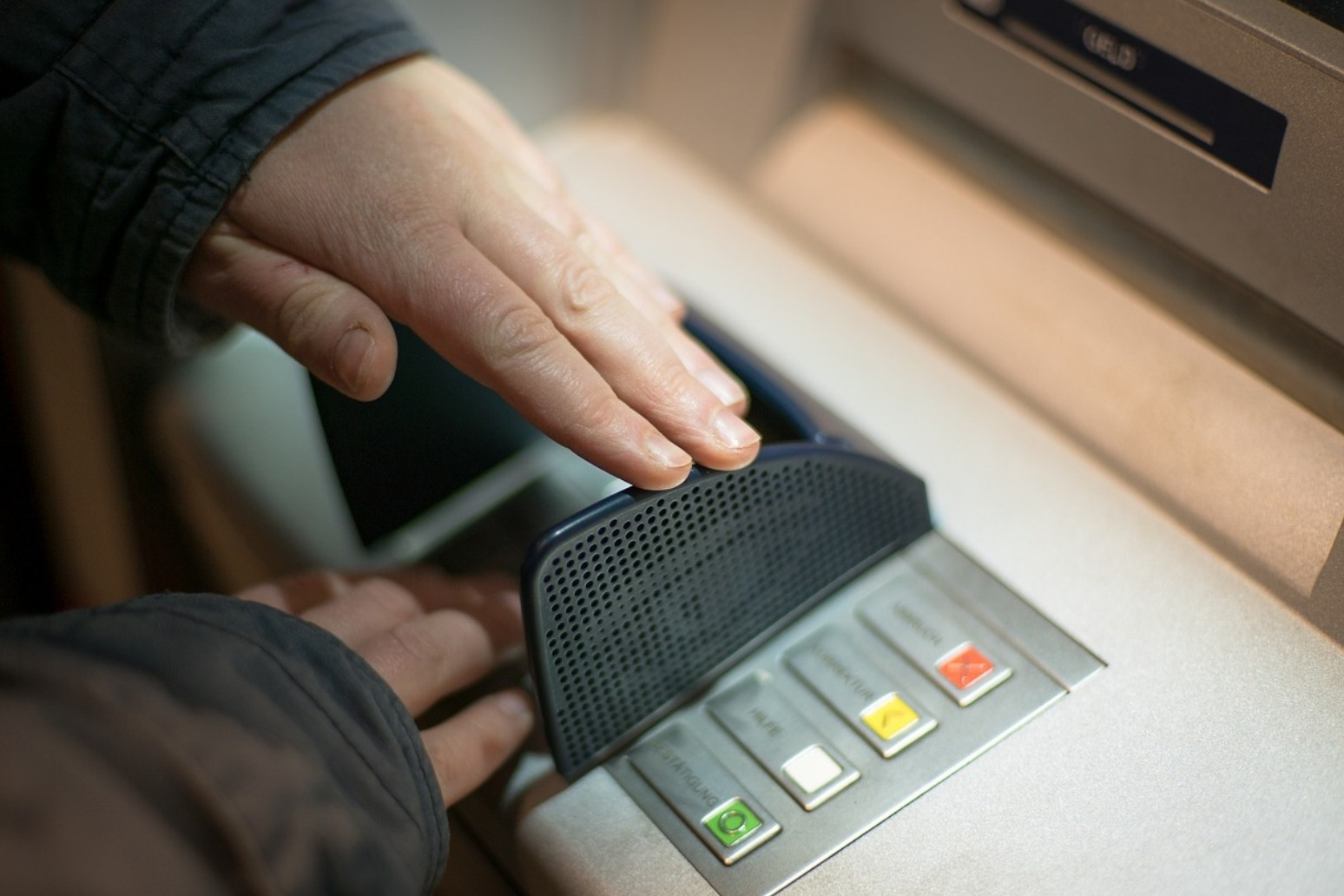 Hundreds more cash machines closing down per month