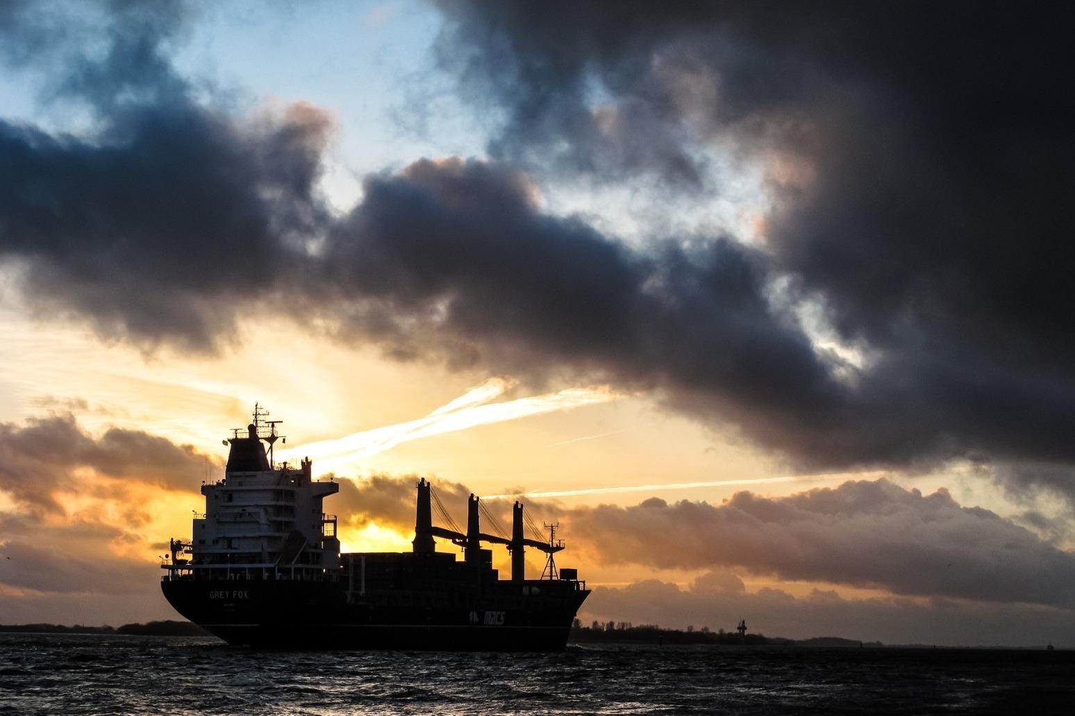 China coast oil tanker in danger of exploding