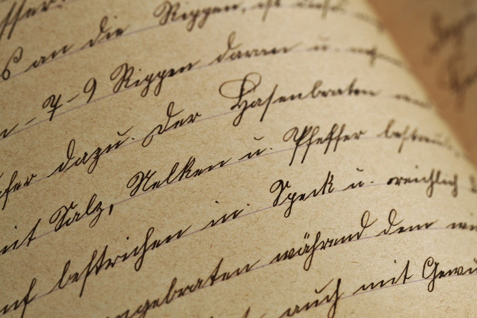 POET\'S LETTERS TO \'MUSE\' REVEALED AFTER 60 YEARS