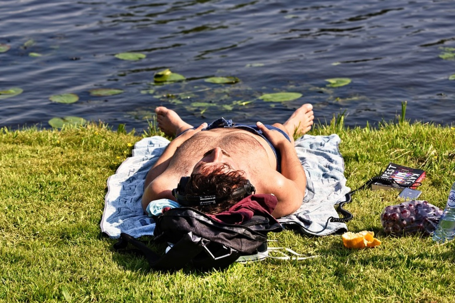 UK in the grip of a heatwave with temperatures expected to exceed 30C