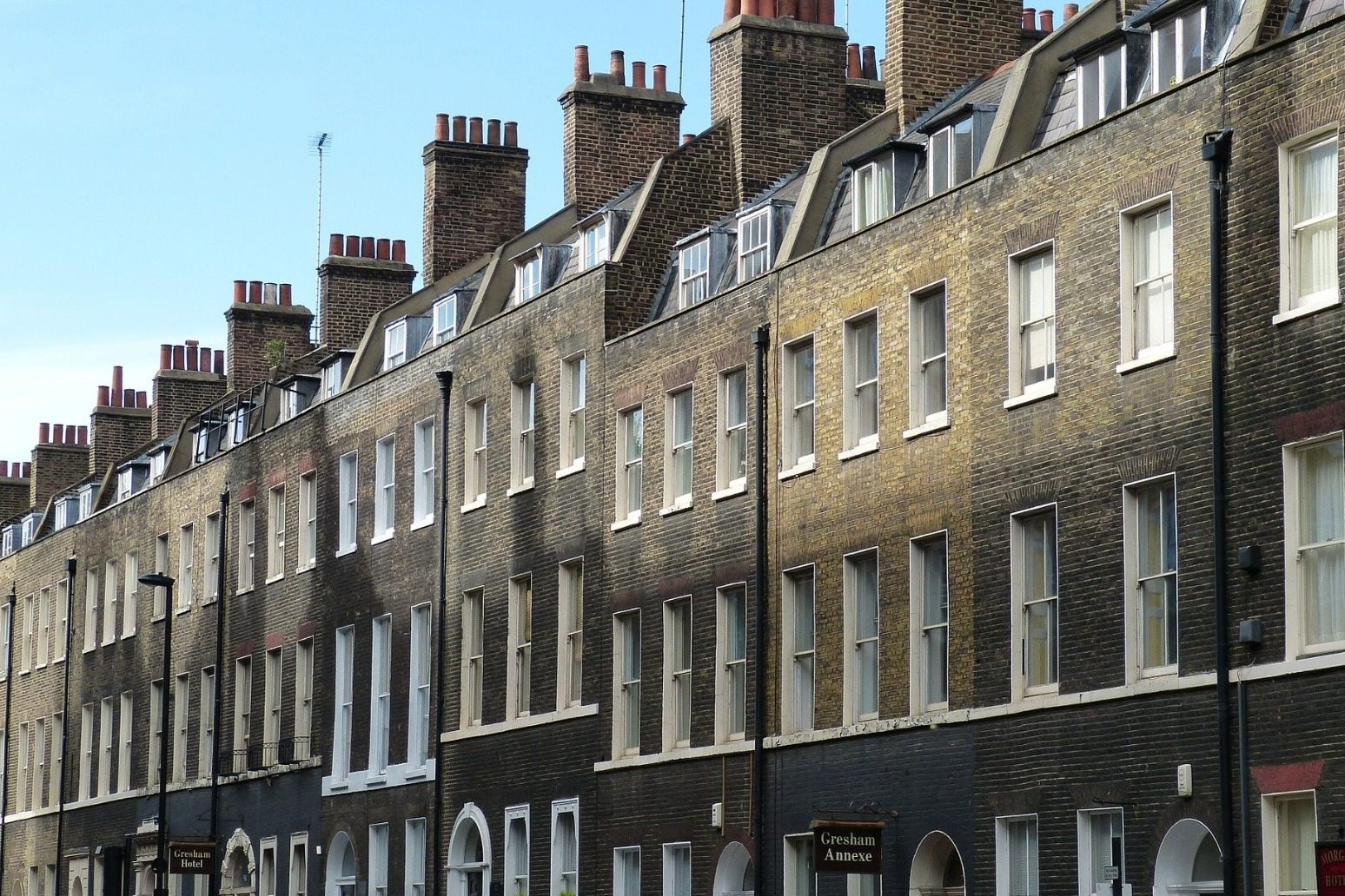 LONDON HOUSING MARKET \'SHOWING SIGNS OF LIFE\' AS PROPERTY PRICES INCREASE