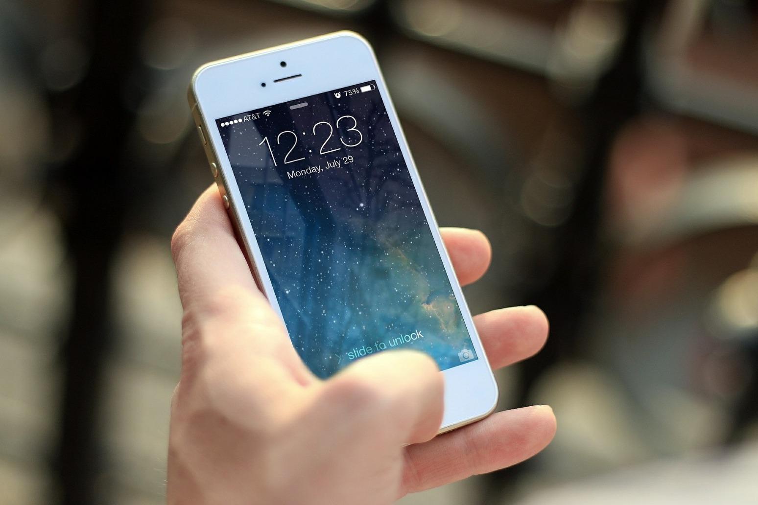 EU to cap cross-border phone prices