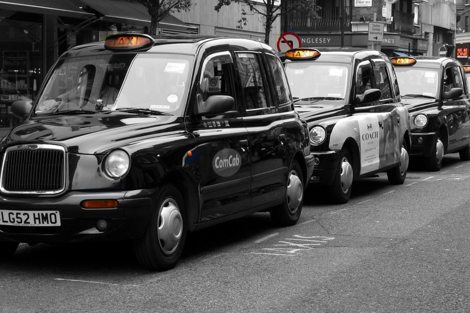 Thousands of taxi drivers, cleaners and shop workers to have Covid-19 tests