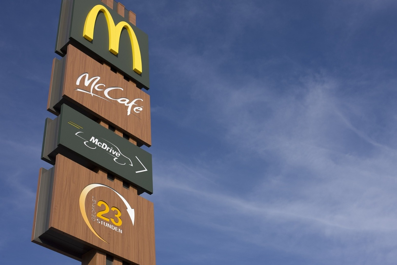 MCDONALD\'S CEO STEPS DOWN AFTER RELATIONSHIP WITH EMPLOYEE