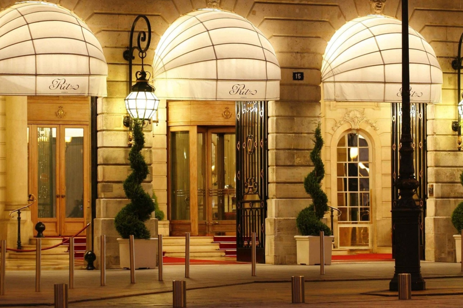 Armed robbers steal millions of pounds worth of jewellery from Ritz Paris hotel