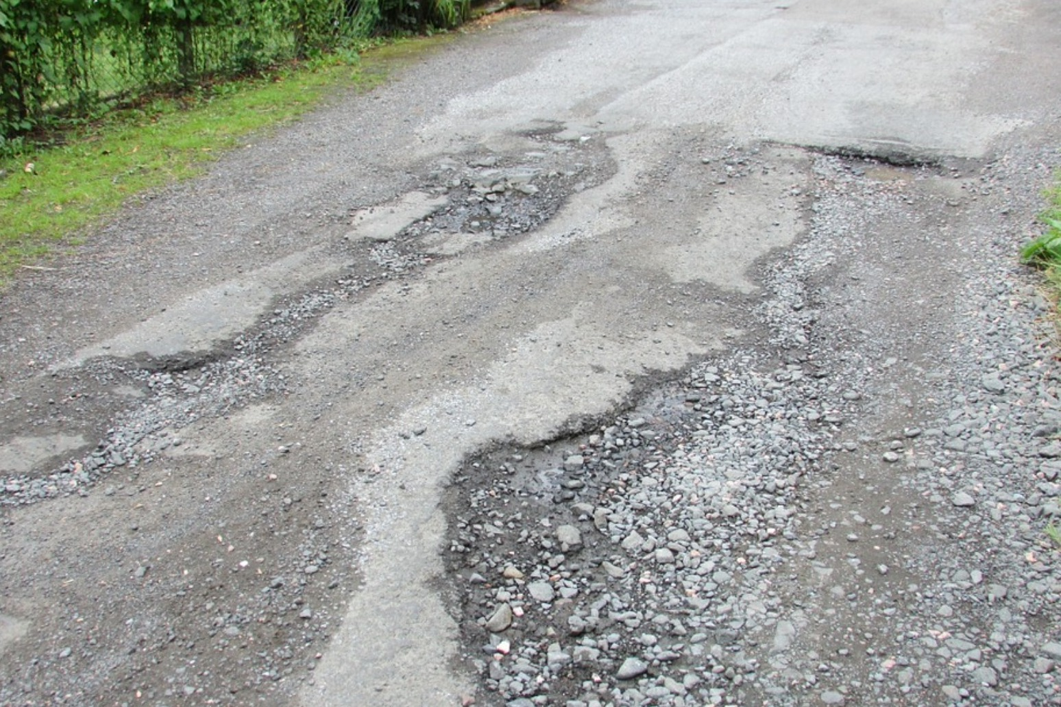£201 million road repair fund to resurface extra 1,000 miles