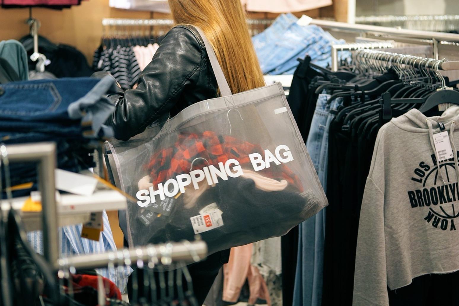UK retail sales dip in December