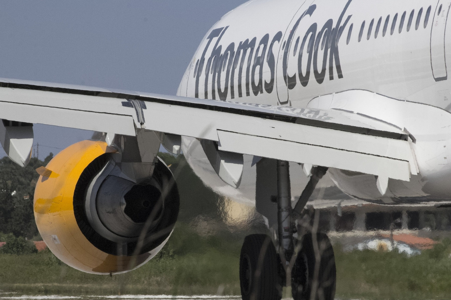 Thomas Cook collapses as rescue talks come to an end