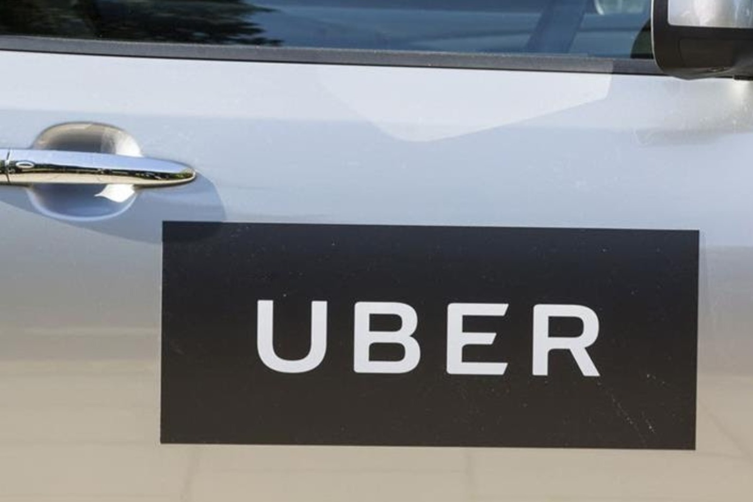 Uber drivers in UK to get earnings guarantee, holiday pay and pensions