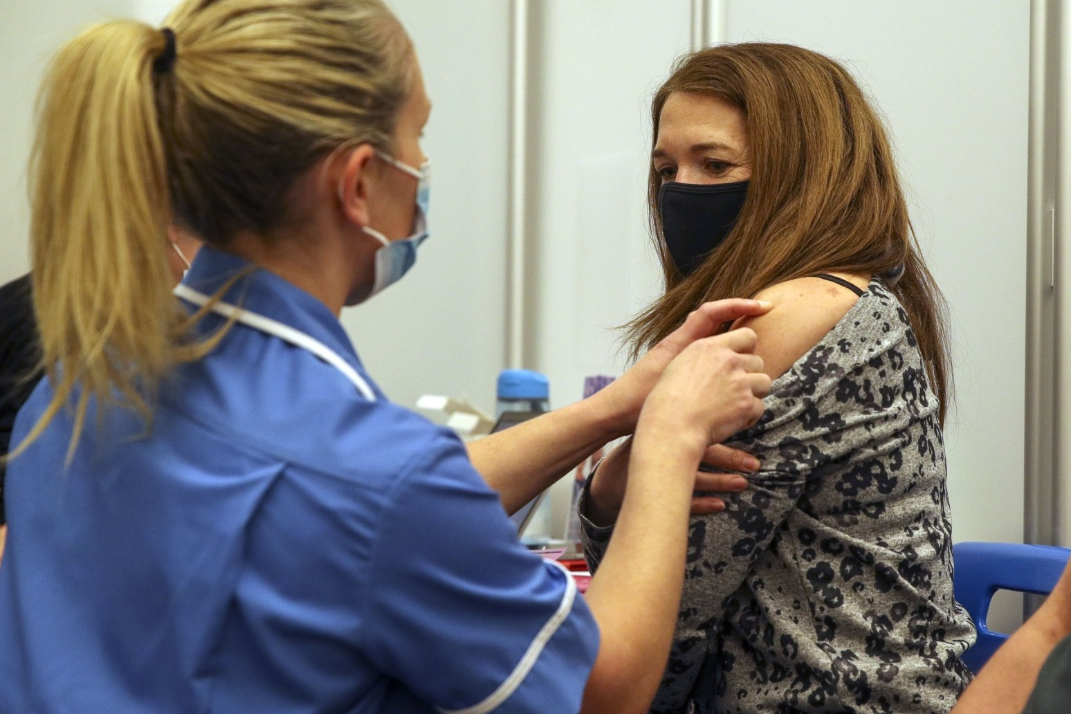 Covid vaccine rollout in England extends to anyone aged 25 or over